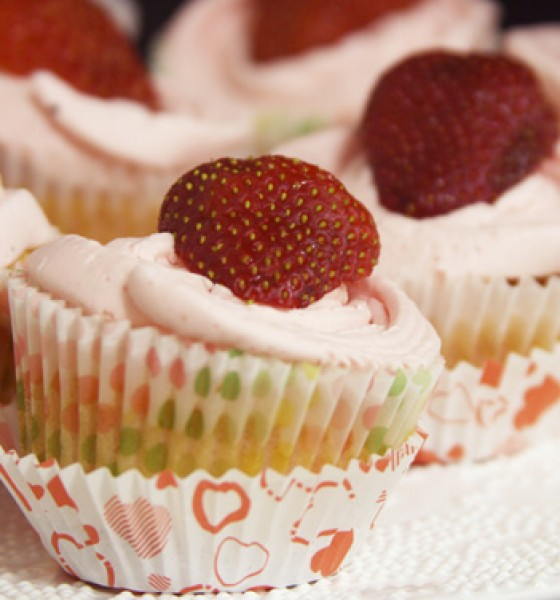 Strawberry and cardamom buttercream cupcakes